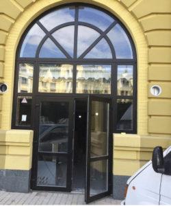Покрашенная дверь с трех сторон