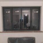 крашенное окно, покраска окон и батареи